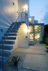 長屋建て集合住宅の外観