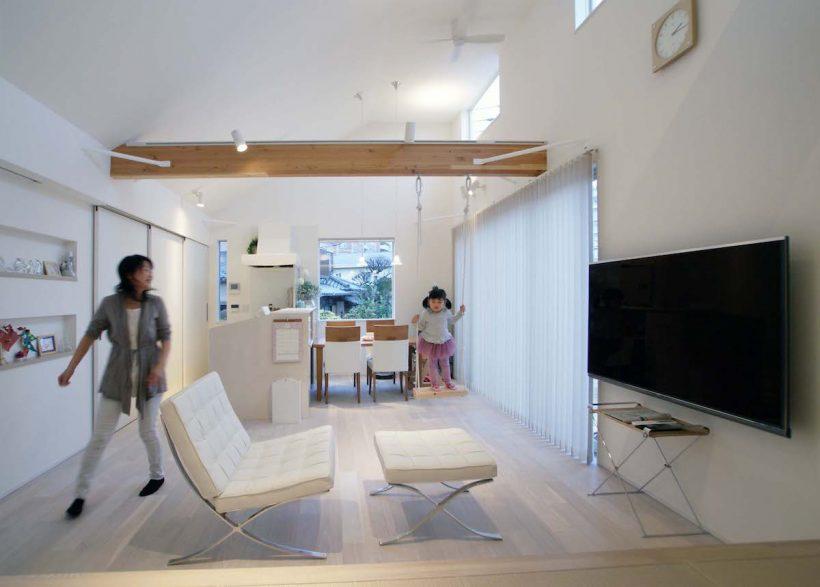 横浜の狭小ローコスト住宅 ブランコのある2階リビング