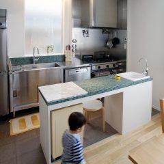 業務用キッチンと造作センターキッチン