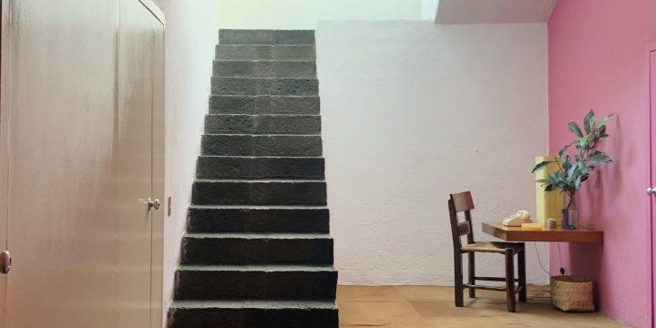 光が注ぐ階段室!