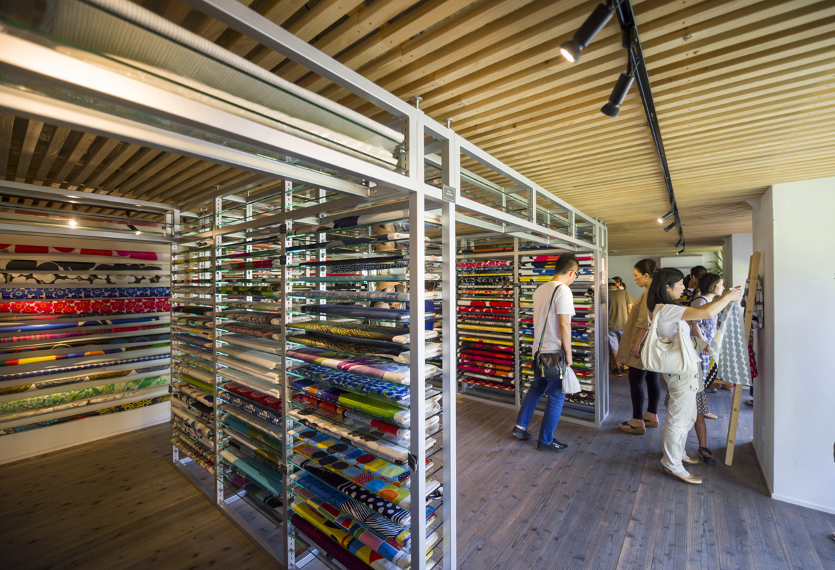 shop内観 約半分の面積はフリースペースとなっていて、fablic パネル製作などのworkshopを行うことが出来る。