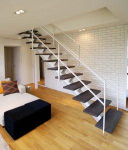 鉄骨スケルトン階段