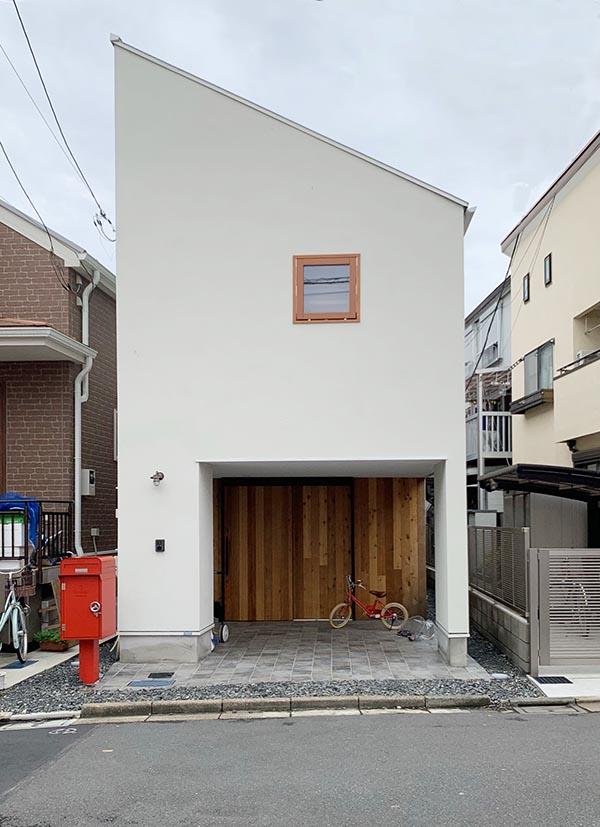 地下室のある狭小住宅外観