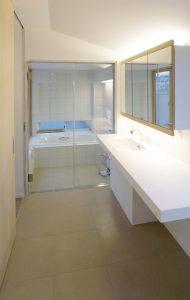 3階 在来浴室と洗面室