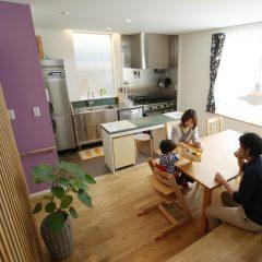 house-tkg:大田区のバイクガレージのある3階建て住宅