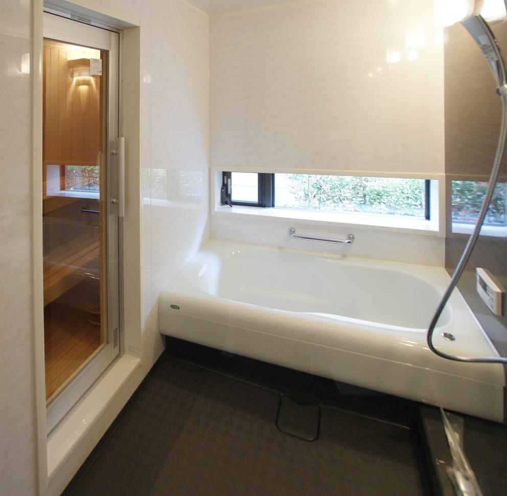 サウナのある浴室